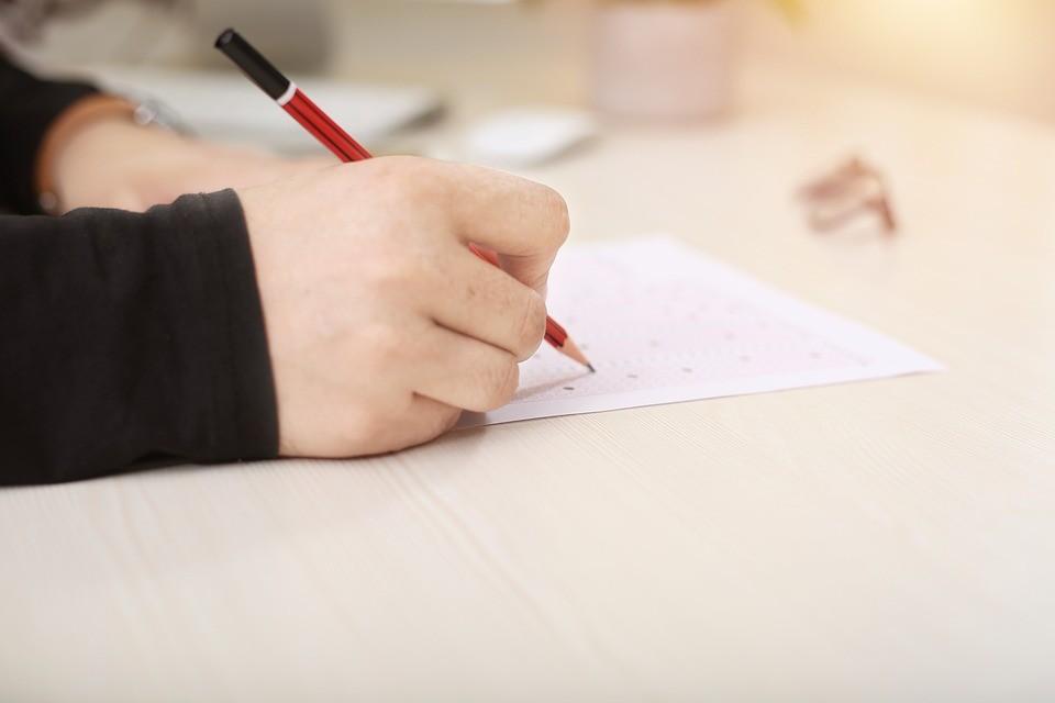 ▲▼考試,寫字,示意圖。(圖/翻攝自pixabay)