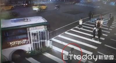 公車右轉輾斃行人 司機遭訴「業務過失致死」