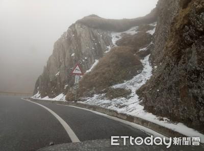 合歡山下雪了「武嶺變銀白世界」