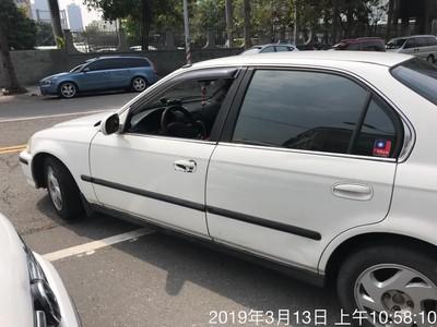 外籍男逆向搶停車位還嗆:為什麼不可以!