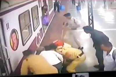 印度女遭火車撞上  奇蹟活著離開