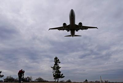 737 MAX全球停飛 美承認2空難極像