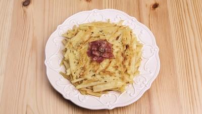 馬鈴薯x培根煎餅美味超直白 只需10分鐘刨絲>混粉>下煎鍋