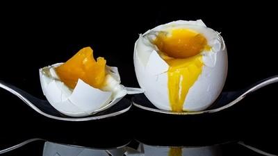 微波爐讓水分震動! 超商便當「只放半顆蛋」是怕加熱變炸蛋