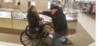 我欠妳一枚戒指!84歲爺深情求婚