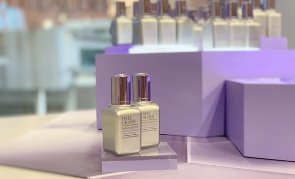 雅诗兰黛「小银瓶」新成员 会爆水的纯物理防晒隔离乳