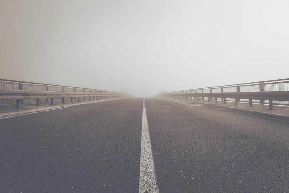 ▲▼開車到一半,突然腦袋一片空白。(圖/取自免費圖庫Pixabay)