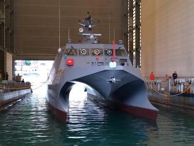 中科院「光榮之星」海上測試載台下水
