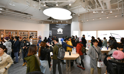 HUAWEI台北大直ATT體驗店開幕了!祭出5大好禮 搶攻女性、親子客群