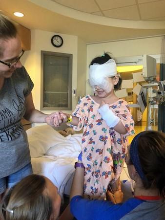 ▲▼罹患先天性青光眼的女童。(圖/翻攝自Caters News Agency)