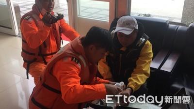 漁船船長手臂割傷 台南海巡緊急救護