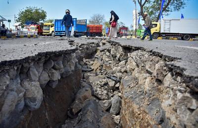 印尼龍目島5.4地震 山崩2人死亡