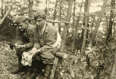 一戰德軍怎麼上廁所?歷史照片「土炮座廁」,違反軍紀就去填屎坑