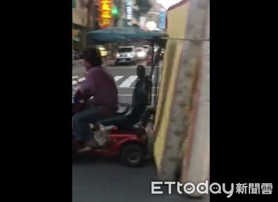 超狂阿嬤騎代步車載大床墊「一路磨」 警:無法可罰