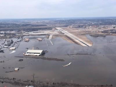 美國中西部大洪水 淹沒1/3歐福特空軍基地