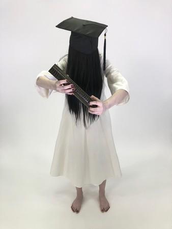 ▲▼貞子曬畢業照,網驚:「是要成佛嗎?」(圖/翻攝自推特/貞子)