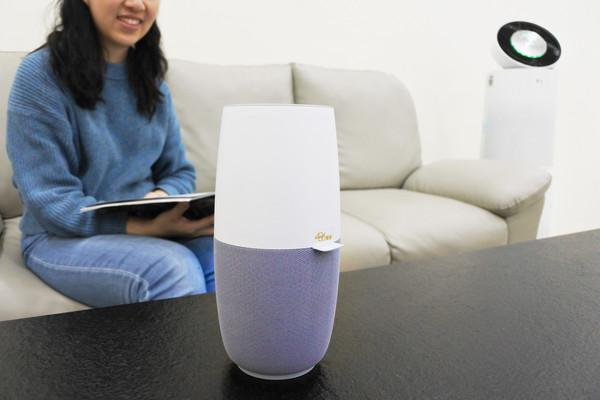 ▲「地板好髒」聲控LG家電 華碩推「486限定版」智慧音箱。(圖/華碩提供)