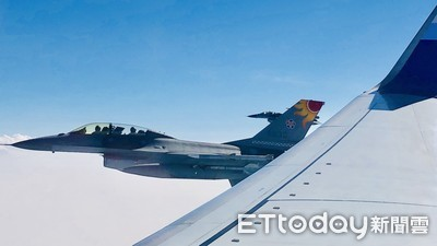 影/蔡英文專機起飛 4架F-16升空超近距離伴飛