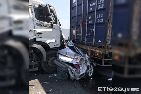 聯結車國道5連撞「10秒插線死劫」成鐵餅!39歲爸被夾死…目擊駕駛淚:倒楣