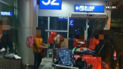 一家8口遭丟包桃機 乘客控:腳被車門夾傷