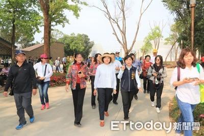 雲林縣長張麗善率70多人參訪花博