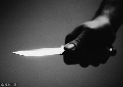 不滿被提分手 女友持刀刺背險死