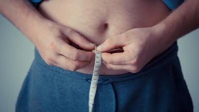 不敢照鏡子!因外型太胖被「人身攻擊」 久久無法面對自己的模樣