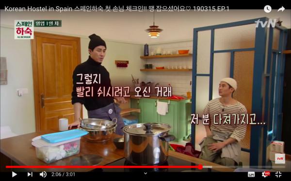 ▲▼背包客走進民宿愣住⋯ 竟是3大咖韓星經營「親自接客、煮飯」。(圖/翻攝自tvN)