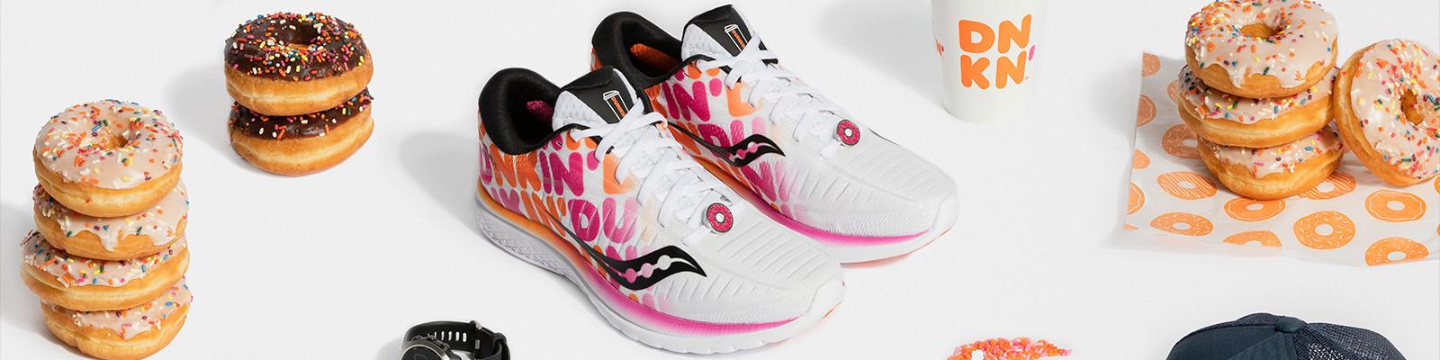 Dunkin' Donuts联名「甜甜圈跑鞋」 三色鞋带+草莓糖霜徽章,穿上?#27599;?#21475;
