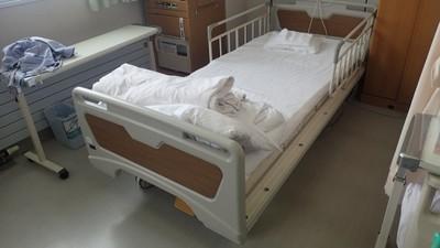 噁醫「拉上病床強吻」!護理師值大夜班遇襲 事後繼續上班…反被傳成自願