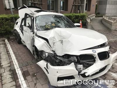 BMW撞路樹1男噴飛5米 疑把油門當煞車踩
