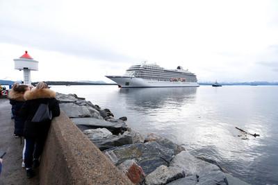 挪威郵輪「海水灌進船艙」1373乘客崩潰