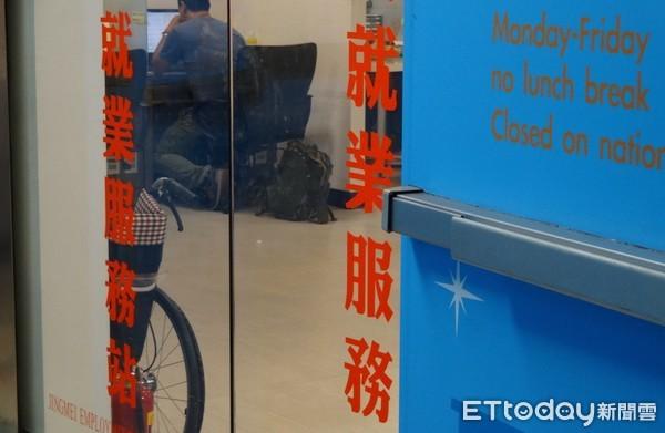 ▲就業服務站尋找工作機會。(圖/資料照/記者林信男攝)