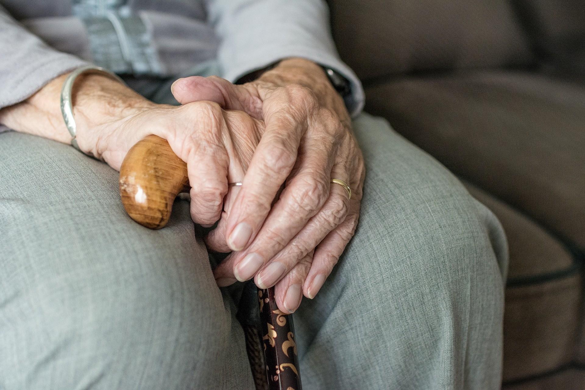 ▲▼老人,拐杖。(圖/取自免費圖庫pixabay)
