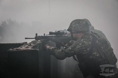 特戰行軍部隊模擬實際與敵接戰