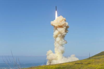 美試射2枚攔截飛彈「擊中6千公里外目標」