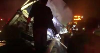 貨車撞護欄起火 國道溪州段回堵