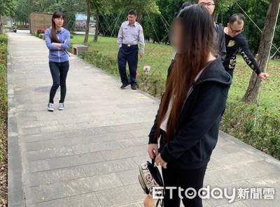 「幫我養」20歲小媽媽把女嬰扔人行道 將被遣返一臉無奈