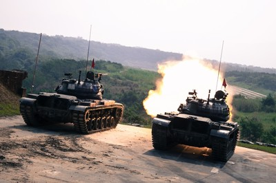 CM11戰車行進間活動靶射擊