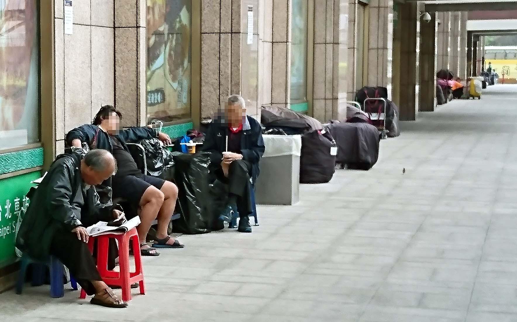 ▲▼台北車站 街友 遊民 社會問題。(圖/記者屠惠剛攝)