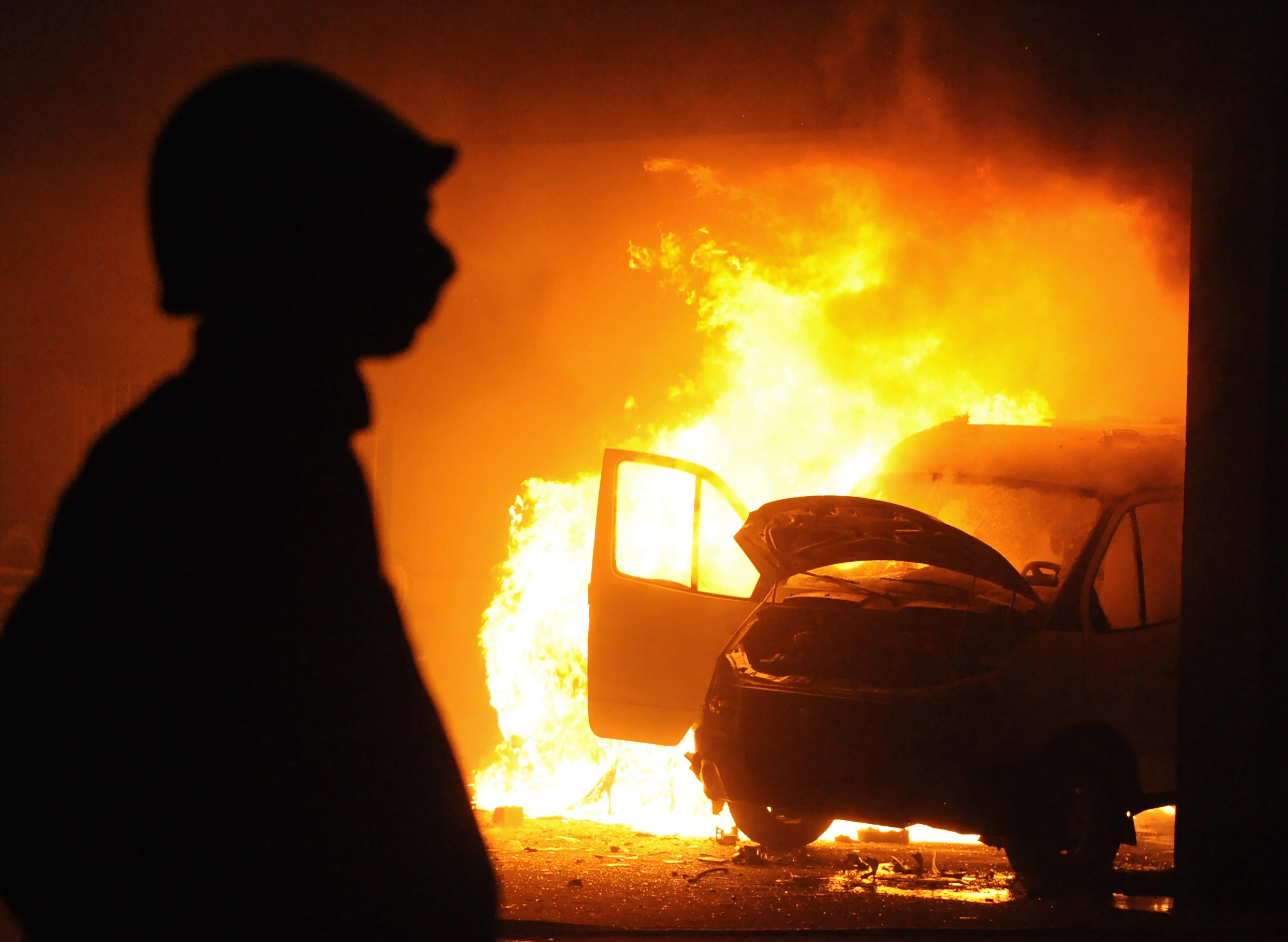 ▲▼示意圖,火災,消防員,車禍,火燒車,災,災難,天災,火。(圖/123RF)
