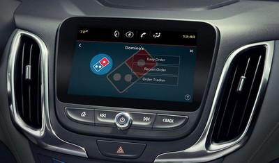 新車內建達美樂訂購App