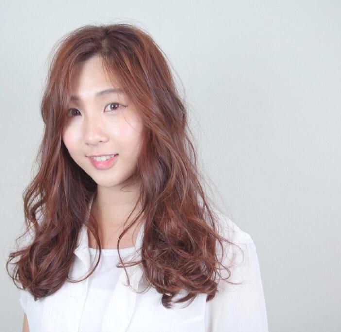 ▲女神李聖經款「暖焦糖色」初春顯白推薦!。(圖/StyleMap提供)