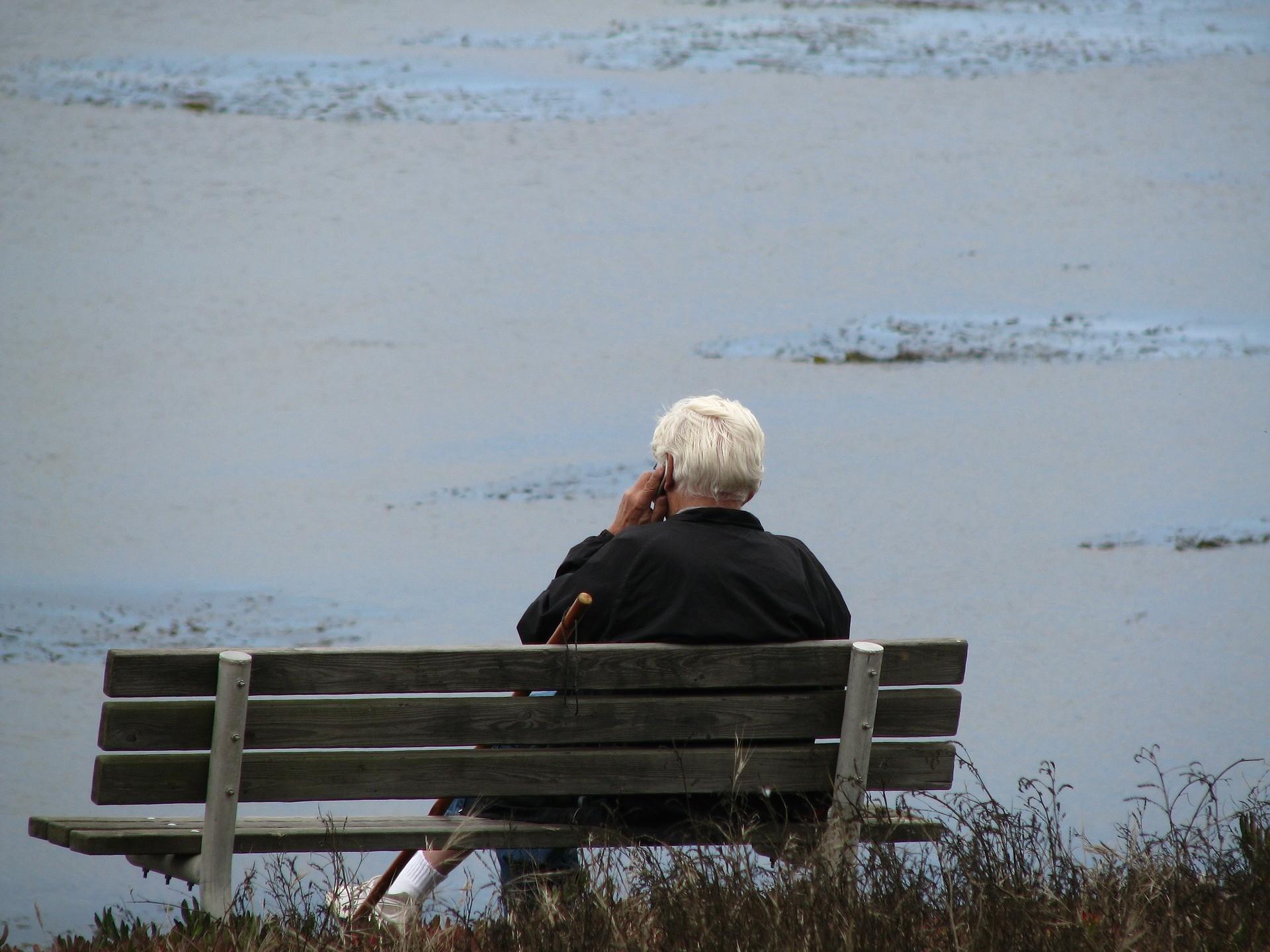 ▲電話,老人。(圖/取自免費圖庫Pixabay)