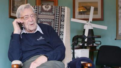 記者問怎麼活到111歲?英國人瑞爺爺幽默酸:就避開死亡RRR