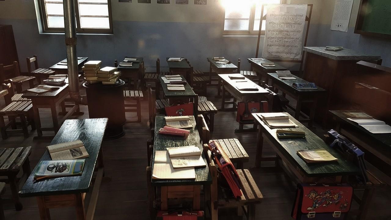 ▲教室,校園,學生,課桌椅,黑板。(圖/取自免費圖庫Pixabay)