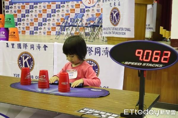 ▲▼4歲女童毫不怯場參賽,吸引全場目光。(圖/記者王兆麟攝,下同)