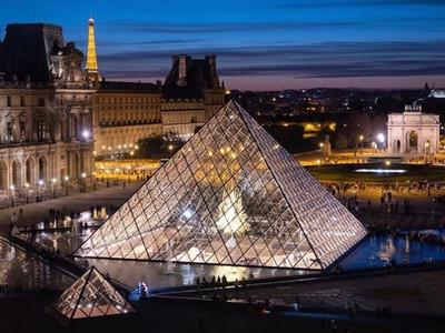 Airbnb推出「免費夜宿羅浮宮」