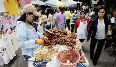 泰國水果攤手套陷阱?部落客闢謠