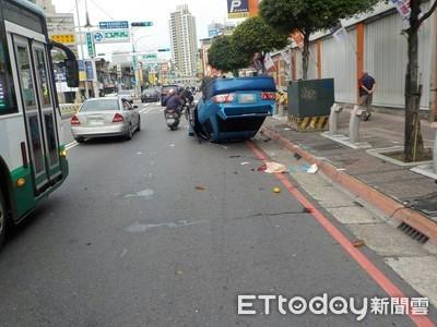 撞2機車多輛Ubike後翻車 4人斷齒挫傷送醫